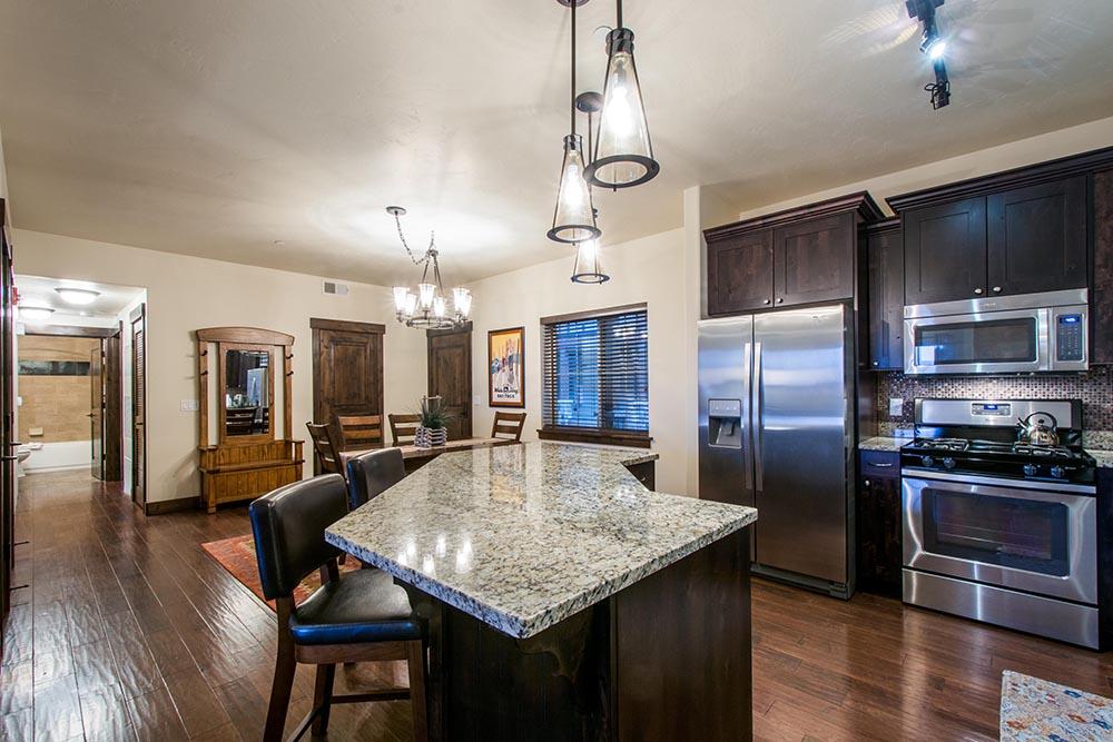 bear-hollow-village_deluxe-3-bedroom_kitchen_high_7.jpg