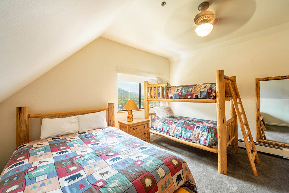 loft-at-the-mountain-village_3-bedroom-32_bunk-room_high_1.jpg