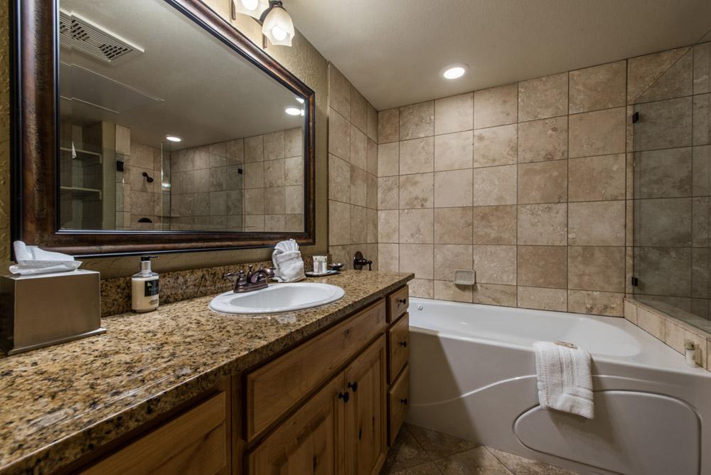 silverado-lodge-3-bedroom-loft-condo-at-canyons-village_bedroom-three_high_26380751.jpg