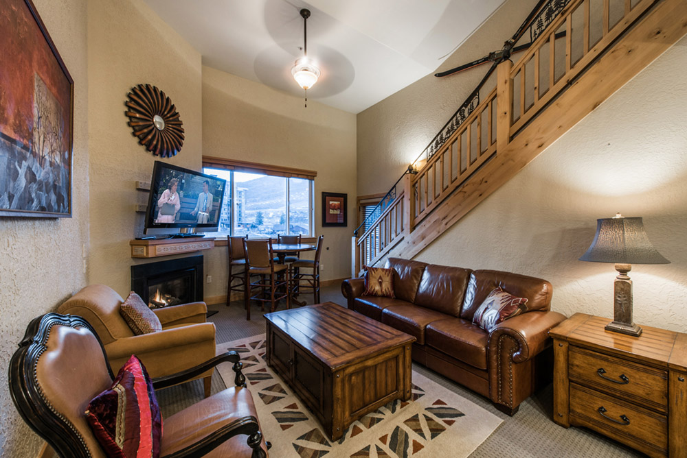 silverado-lodge-3-bedroom-loft-condo-at-canyons-village_great-room_high_26381061.jpg