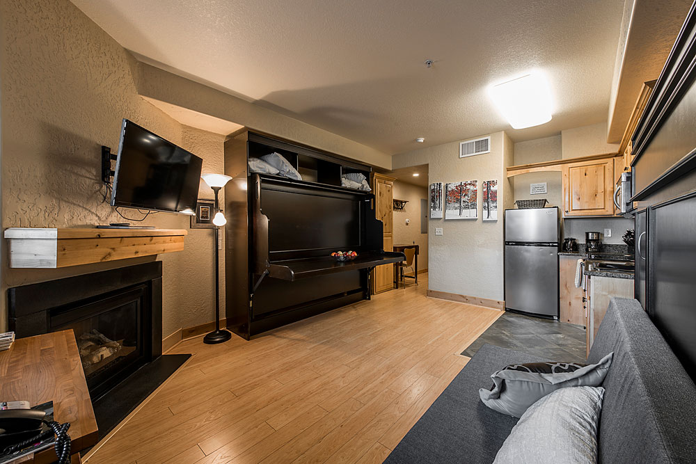 silverado-lodge-studio-suite-at-canyons-village_living-room_3.jpg