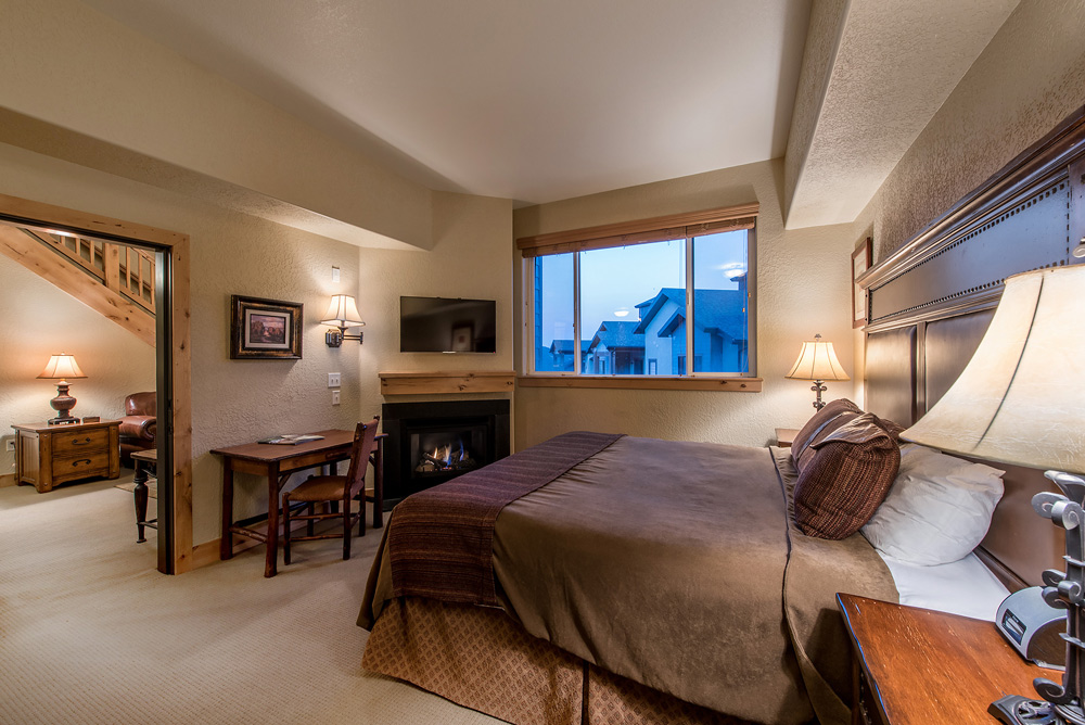 silverado-lodge-two-bedroom-loft-condo-at-canyons-village_guest-suite_21.jpg