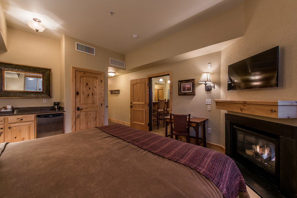 silverado-lodge-two-bedroom-loft-condo-at-canyons-village_guest-suite_4.jpg