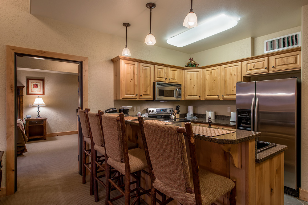 silverado-lodge-two-bedroom-loft-condo-at-canyons-village_kitchen_1.jpg