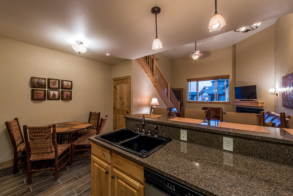 silverado-lodge-two-bedroom-loft-condo-at-canyons-village_kitchen_3.jpg