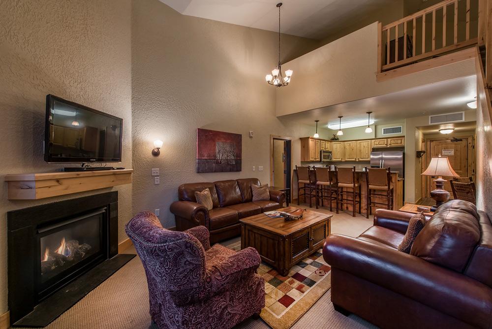 silverado-lodge-two-bedroom-loft-condo-at-canyons-village_living-room_31.jpg