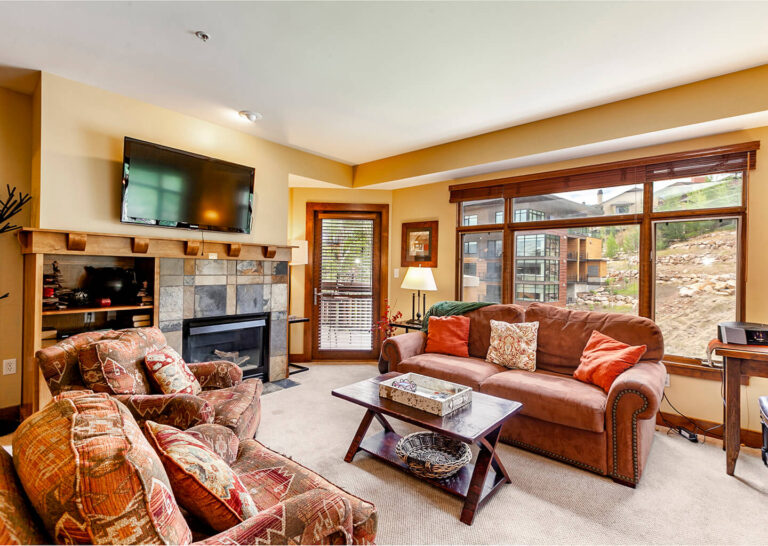 Spacious living spaces in your 1-bedroom condo at Sundial Lodge