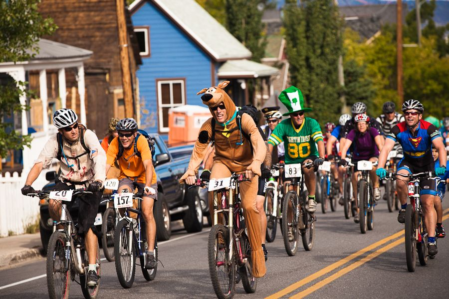 Racers participating in Tour De Suds