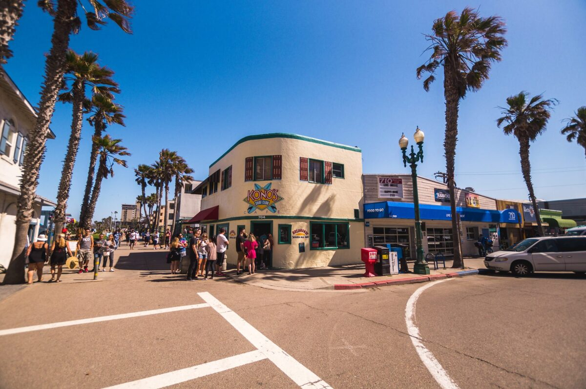 People Lined up at the Popular Kono's Cafe in Pacific Beach, San Diego